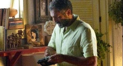 Sete Vidas: Pedro convida Miguel para assistir o vídeo de seu pai