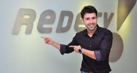 RedeTV! projeta programa para Vinicius Vieira, o Gluglu