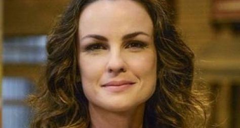 Carolina Kasting acerta participação na novela Além do Tempo