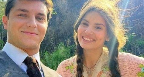 Camila Queiroz e Klebber Toledo gravam cenas de Êta Mundo Bom