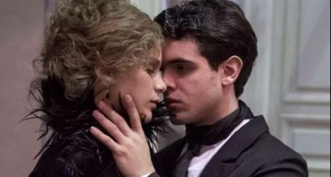 Ghilherme Lobo e Isabella Santoni em cenas quentes de Ligações Perigosas