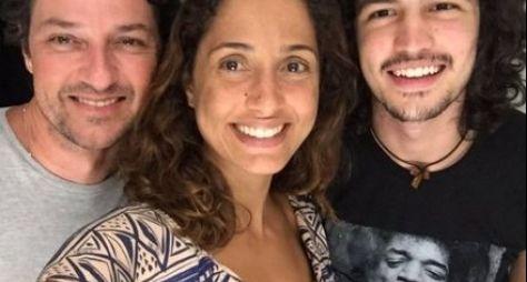 Marcelo Serrado, Camila Pitanga e Gabriel Leone na preparação para Velho Chico