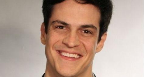 Mateus Solano está confirmado em novos episódios da Escolinha