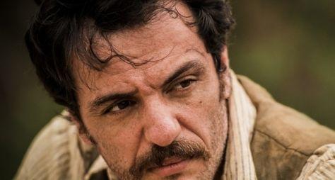 """Velho Chico: """"Ele é o bem em si"""", diz Rodrigo Lombardi sobre Capitão Rosa"""