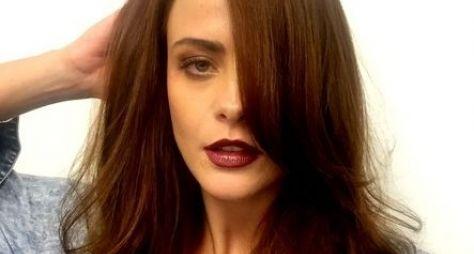 Juliana Silveira muda o visual para voltar às novelas