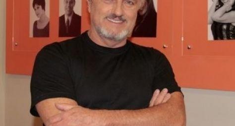 """""""Misterioso, mas divertido"""", diz Werner Schünemann sobre papel em Haja Coração"""