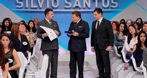 """Silvio Santos recebe título de Doutor em Comunicação e brinca: """"Não sei por que"""""""