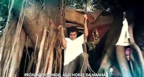 Domingo Show mostra história do morador de rua que construiu uma casa na árvore