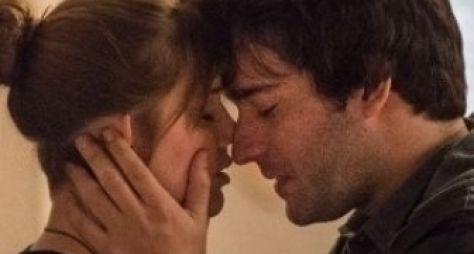 A Lei do Amor: Isabela e Tiago se beijam pela primeira vez