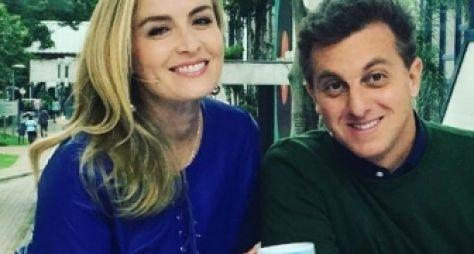 """No Vídeo Show, Angélica pede beijo para o marido e brinca: """"Para dar audiência"""""""