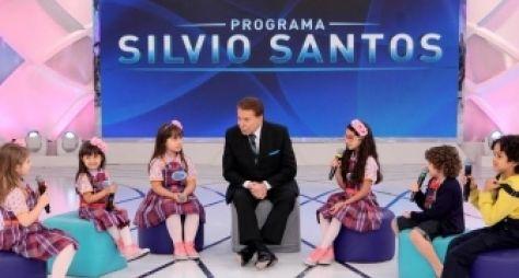 Silvio Santos conversa com elenco mirim de Carinha de Anjo