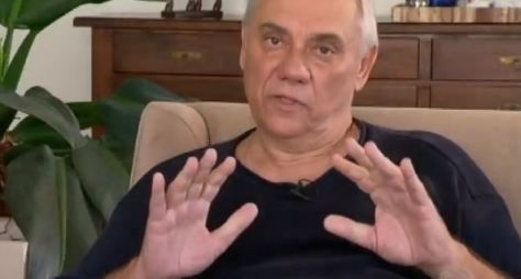 No Domingo Espetacular, Marcelo Rezende revela que está com câncer