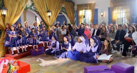 Pais do elenco de Carinha de Anjo se tornam atores em cenas especiais no SBT