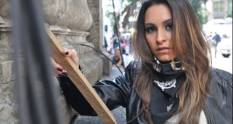 Após oito anos, Carla Diaz deixa o casting da RecordTV