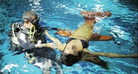 A Força do Querer: Ísis Valverde volta a treinar em aquário