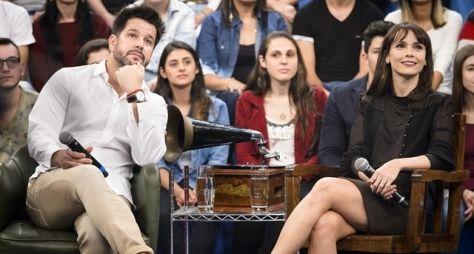 Murilo Benício e Débora Falabella são os convidados do Altas Horas