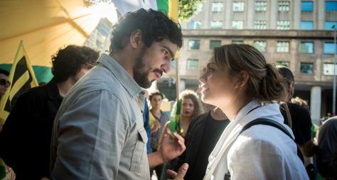 Os Dias Eram Assim: Renato e Alice se reencontram após 14 anos