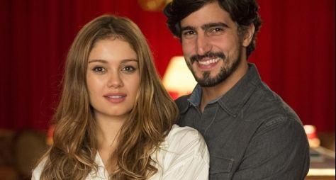 Os Dias Eram Assim: Renato e Alice cedem ao amor