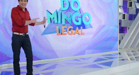 Celso Portiolli recebe a estrela Karol Sevilla de Sou Luna no Domingo Legal