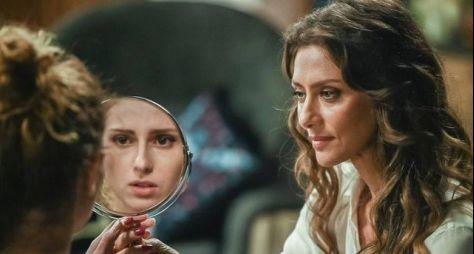 A Força do Querer: Joyce se assusta ao ver Ivana fazendo a barba