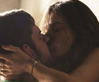 Com beijo quente, A Força do Querer repete recorde de audiência