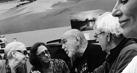 Veteranos são clicados em encontro histórico na Globo