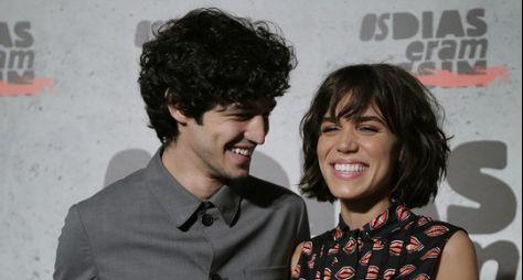 Namorados na vida real, Carla Salle e Gabriel Leone vão formar par em supersérie