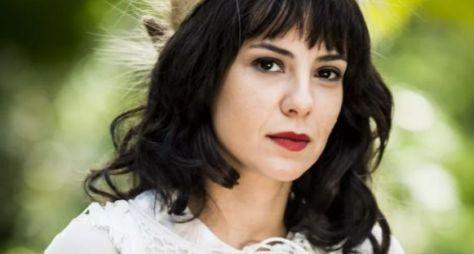 Andreia Horta surge de franja e cachos para viver vilã em Tempo de Amar