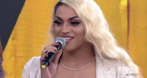 Pabllo Vittar é cotado para apresentar programa no lugar de Anitta