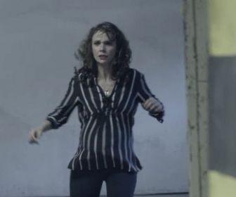 A Força do Querer: Irene é encurralada e cai em poço de elevador