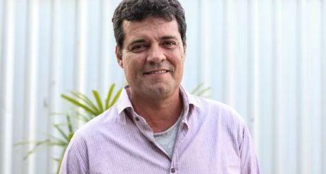 Felipe Camargo assina contrato longo com a Globo