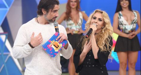 No Legendários, Marcos Mion entra no clima da cantora Joelma
