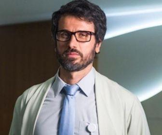 Enrustido, médico de O Outro Lado do Paraíso tem preconceito com gay