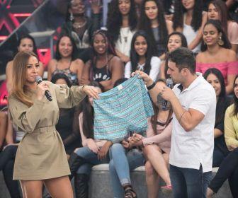 Na Record TV, Sabrina Sato e Rodrigo Capella analisam roupas íntimas