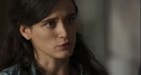 O Outro Lado do Paraíso: Clara vai virar doméstica para ajudar Beatriz