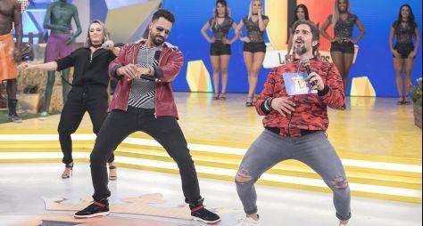 Latino e grupo Babado Novo são os convidados do Legendários