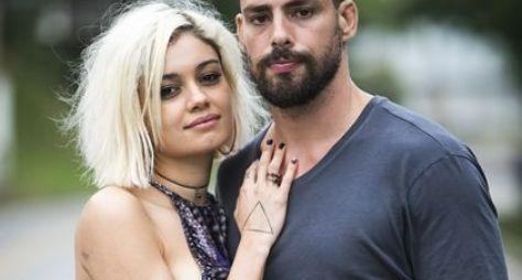 Cauã Reymond e Sophie Charlotte gravam nova série da Globo