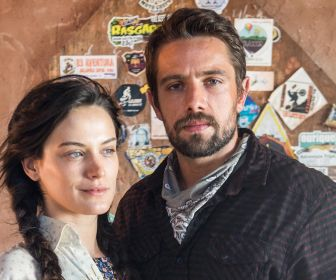 O Outro Lado do Paraíso: Gael agride Clara e ela perdoa Renato