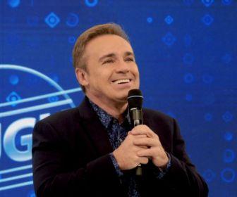 """Direção artística da Record TV tenta """"segurar"""" Gugu"""