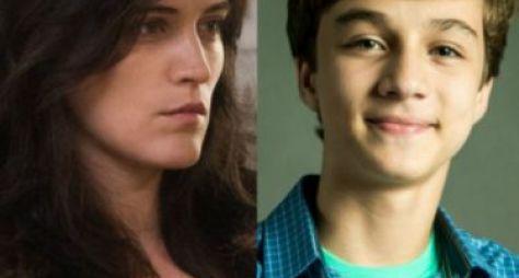 Renato ajuda Clara a se aproximar do filho em O Outro Lado do Paraíso