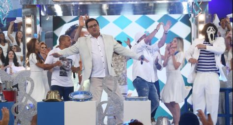Domingo Show: Talentos anônimos participam de premiação