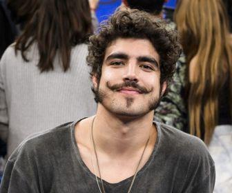 Caio Castro faz pausa na carreira para viajar com amigos