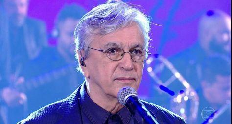Caetano grava tema de A Força do Querer em espanhol para mercado internacional