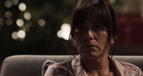 O Outro Lado do Paraíso: Rejeitada por Adriana, Beth se rende à bebida