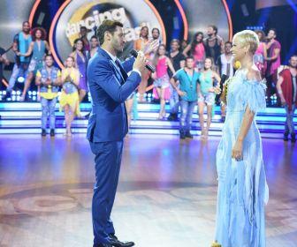 Xuxa Meneghel e Leandro Lima dançam na abertura de reality show