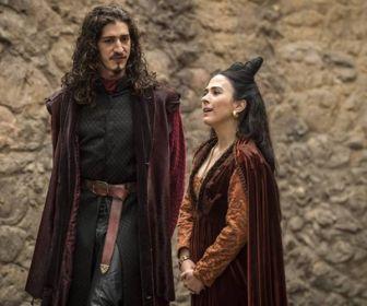 Deus Salve o Rei: Reconciliados, Lucrécia e Rodolfo transam no bosque