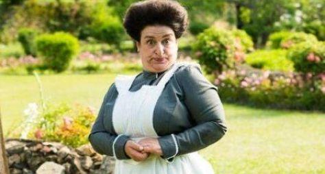 Grace Gianoukas surge caracterizada de governanta para Orgulho e Paixão