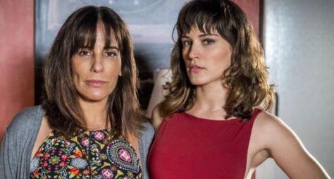 O Outro Lado do Paraíso: Surtada, Beth vai agredir Clara