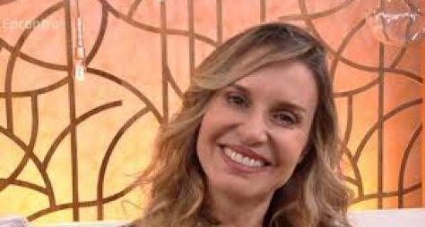 Paula Burlamaqui acerta retorno às novelas