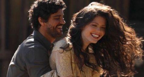 Bruno Cabrerizo e Vitória Strada são exclusivos da Globo por mais três anos